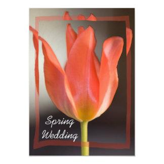 Faire-part rouge de mariage de ressort de tulipe