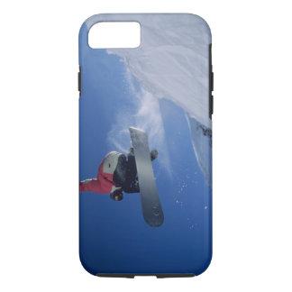 Faisant du surf des neiges à la station de coque iPhone 7