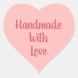 Fait main avec des autocollants d'amour
