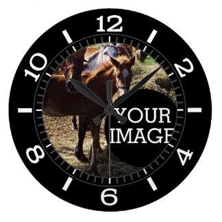 Faites à vos propres ici le cadran élégant sur a grande horloge ronde