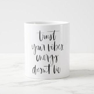 Faites confiance à votre tasse de café enorme de