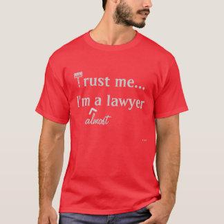 Faites- confiancemoi, je suis (presque) un avocat t-shirt