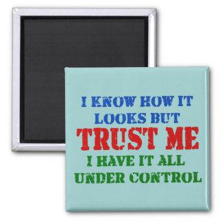 Faites- confiancemoi - tout sous le contrôle magnet carré
