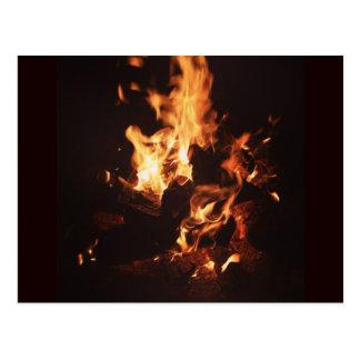 Faites face dans la carte postale de flammes