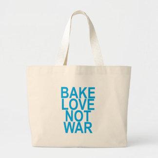 faites l'amour cuire au four, pas guerre. grand tote bag