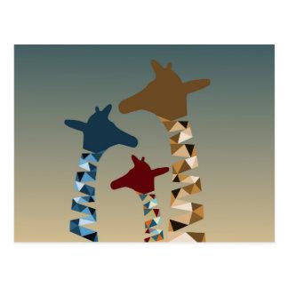 Famille de girafe colorée par résumé carte postale