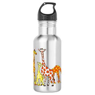 Famille de girafe dans la bouteille d'eau orange