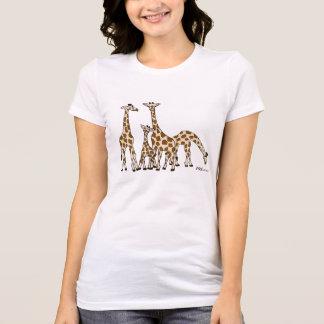 Famille de girafe dans le T-shirt de Brown et de