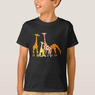 Famille de girafe dans le T-shirt de l'enfant