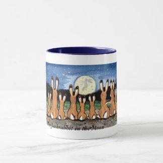 Famille de lièvre observant la lune, tasse de café