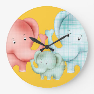 Famille de papa et de bébé de maman d'éléphants grande horloge ronde