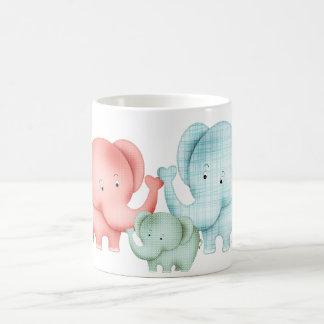 Famille de papa et de bébé de maman d'éléphants mug