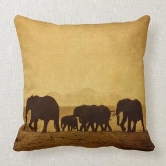 Famille d'éléphant coussins carrés