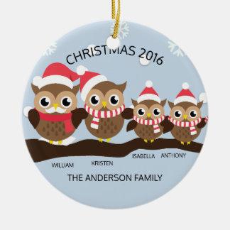 Famille personnalisée de hibou de Noël 4 Ornement Rond En Céramique