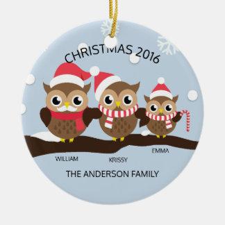 Famille personnalisée MIGNONNE de hibou de Noël 3 Ornement Rond En Céramique
