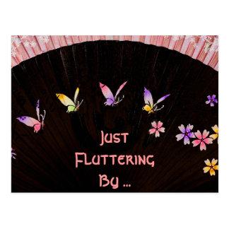 Fan de papillon sur le bonheur rose de dentelle carte postale