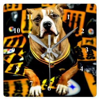 Fanatique du football de chien de délivrance de horloge carrée