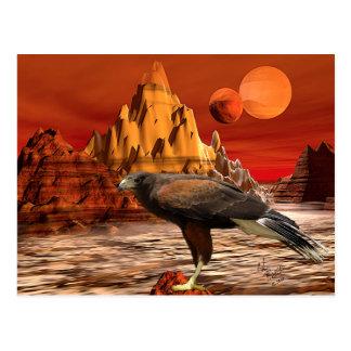 Faucon en carte postale rouge de montagnes