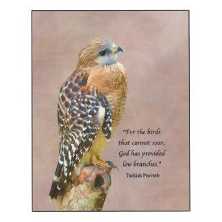 Faucon Rouge-Épaulé avec le proverbe