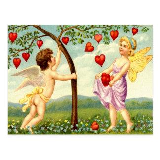 Fée et ange de Valentine recueillant des coeurs Carte Postale