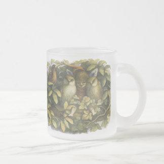 Féerie de forêt et tasse d'oiseaux