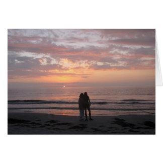 Félicitations épousant des couples de plage cartes
