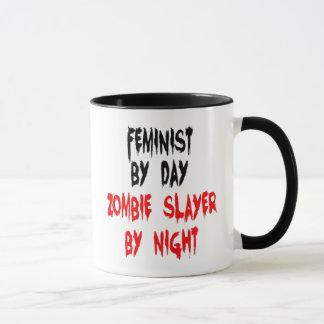 Féministe de tueur de zombi mug