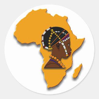 Femme africaine sur le continent sticker rond