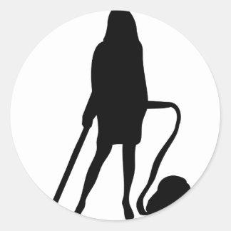 femme au foyer - aspirateur - nettoyage sticker rond