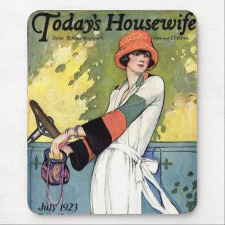 Femme au foyer d'aujourd'hui tapis de souris