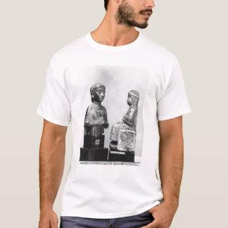 Femme avec le châle t-shirt