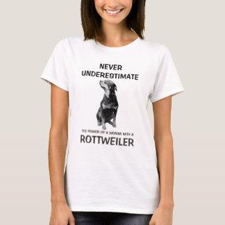 Femme avec un rottweiler t-shirt