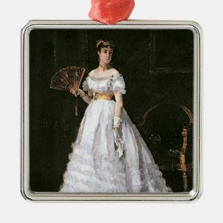 Femme dans le blanc ornement carré argenté