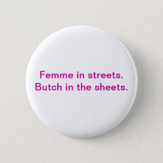 Femme dans les rues. Virago dans les feuilles Pin's