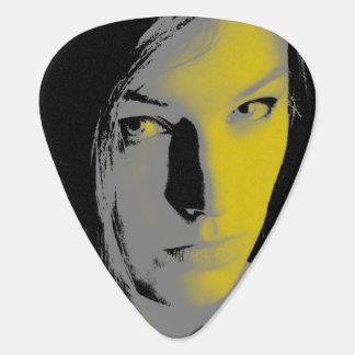 Femme dans l'onglet de guitare de lumière jaune onglet de guitare