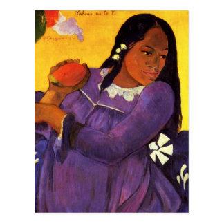 Femme de Gauguin avec une carte postale de mangue