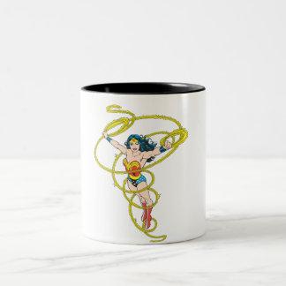 Femme de merveille dans le lasso mug bicolore