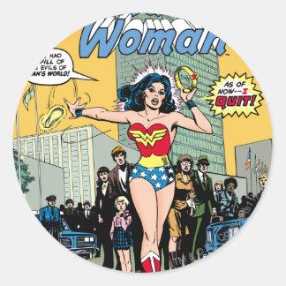 Femme de merveille tenant le premier rôle la sticker rond