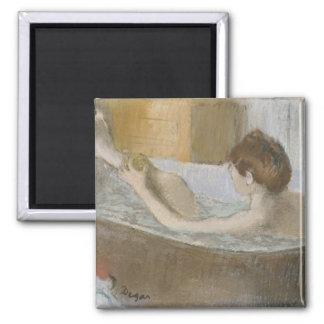 Femme d'Edgar Degas   à son Bath, épongeant sa Aimant