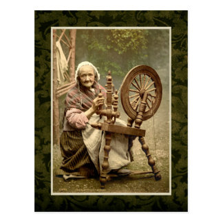 Femme irlandaise avec sa roue de rotation carte postale