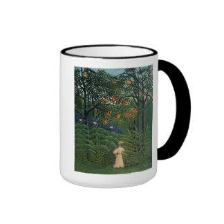 """""""Femme marchant dans un Forest exotique Mug Ringer"""