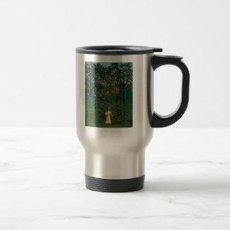 """""""Femme marchant dans un Forest exotique Tasse À Café"""