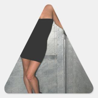Femme noire de robe autocollant en triangle