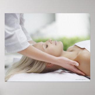 Femme recevant le massage posters