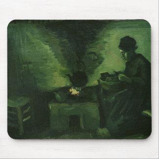 Femme rurale de Vincent van Gogh | par le foyer Tapis De Souris