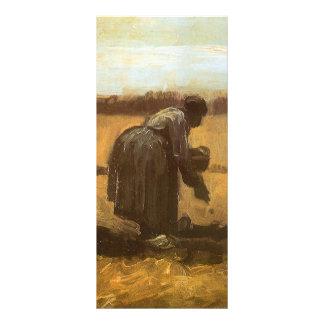 Femme rurale plantant des pommes de terre ; cartes doubles customisables