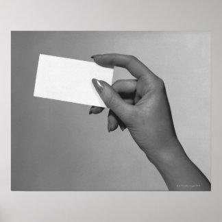 Femme tenant la carte posters