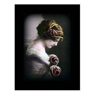 Femme vintage en carte postale noire