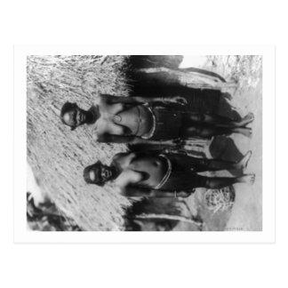 Femmes de Nubian se tenant devant la photographie Carte Postale