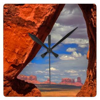 Fenêtre de roche à la vallée de monument, AZ Horloge Carrée